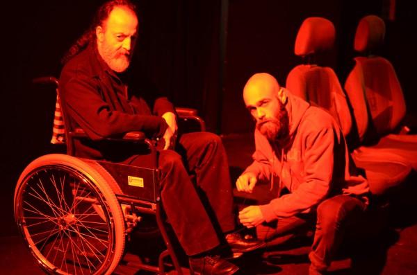 """Vater (Lefteris Tsatsis) und Sohn (Chris Papamichael) in der griechische Erstaufführung von Holligers """"Angst verboten"""""""